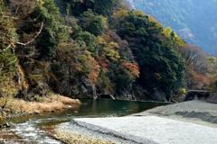 ダム放水路下流の風景