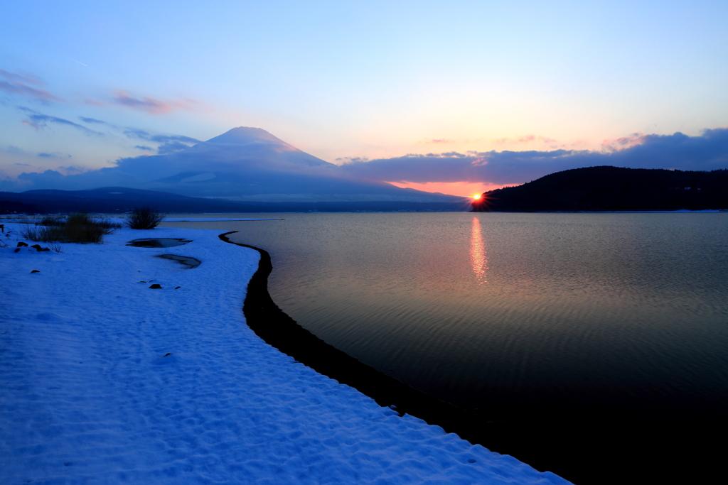 山中湖雪の夕景