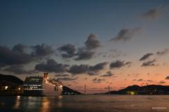 長崎港に陽が落ちて