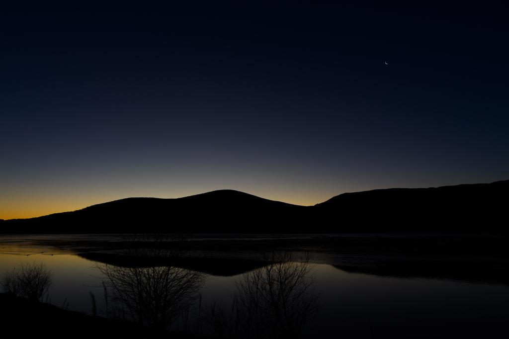 山中湖の夜明け前
