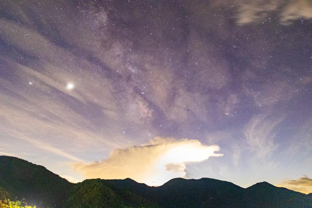 天の川と積乱雲
