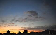 年末の澄み切った朝空