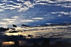 雲に隠れた日の出