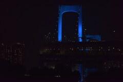 青く浮かぶレインボーブリッジ2