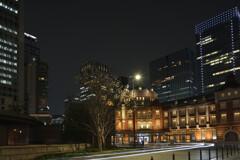 21年03月丸の内駅前広場4