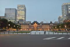 東京駅と丸の内駅前広場