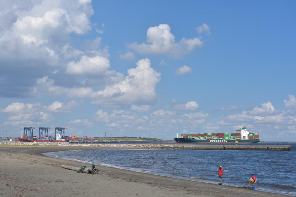 コロナ禍の夏の海岸