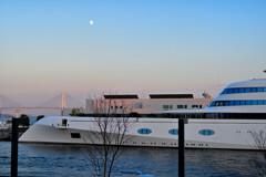 月と橋とヨット