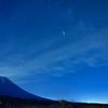 流れ星と富士山