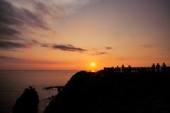 夕陽浮かぶ丘