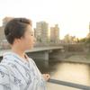 茜の空と川