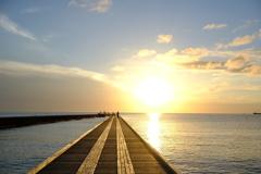 海辺に沈む夕陽