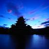 夜明けの来ない夜はないさ 松本城