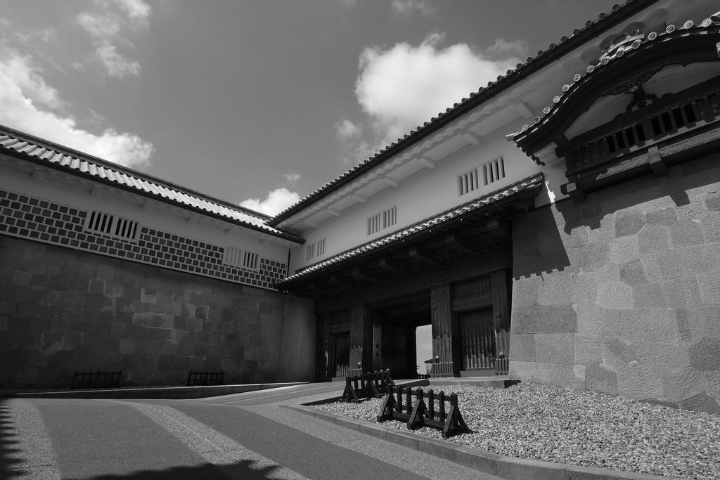 金沢の夏 金沢城石川門