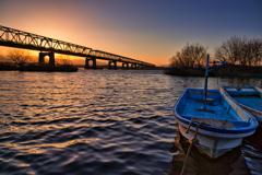 河岸の日暮れ
