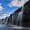 夏空の黒滝