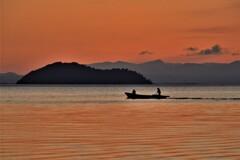 朝焼けの夫婦漁