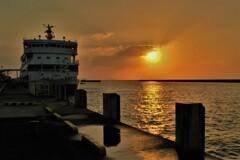 琵琶湖学習船「うみのこ」夕日