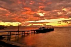 朝焼けの船着き場