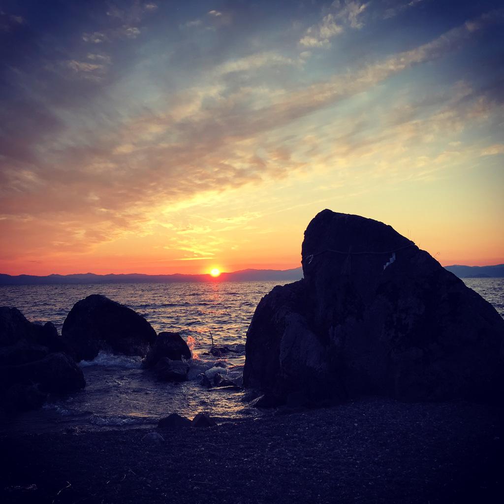 琵琶湖烏帽子岩の夕日