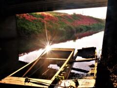 川辺の小舟 3
