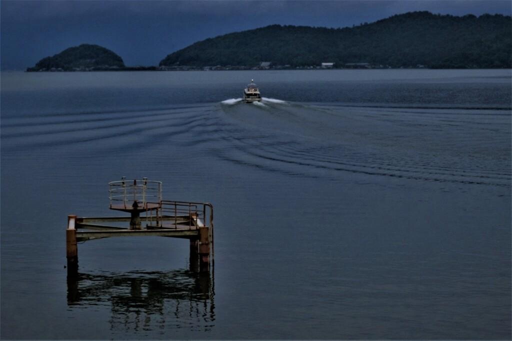 湖上通船 2