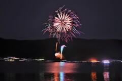 余呉湖の花火 4