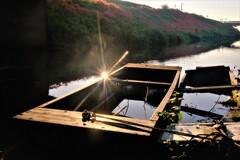 川辺の小舟 2