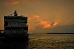 琵琶湖学習船「うみのこ」夕景