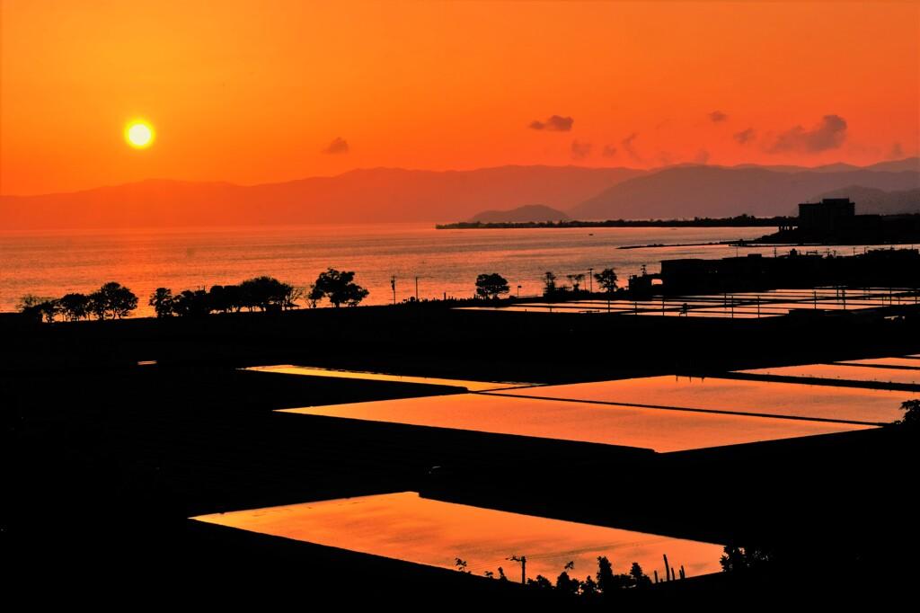 琵琶湖湖北の夕日