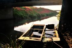 川辺の小舟 4