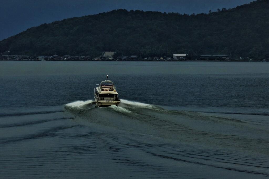 湖上通船 1
