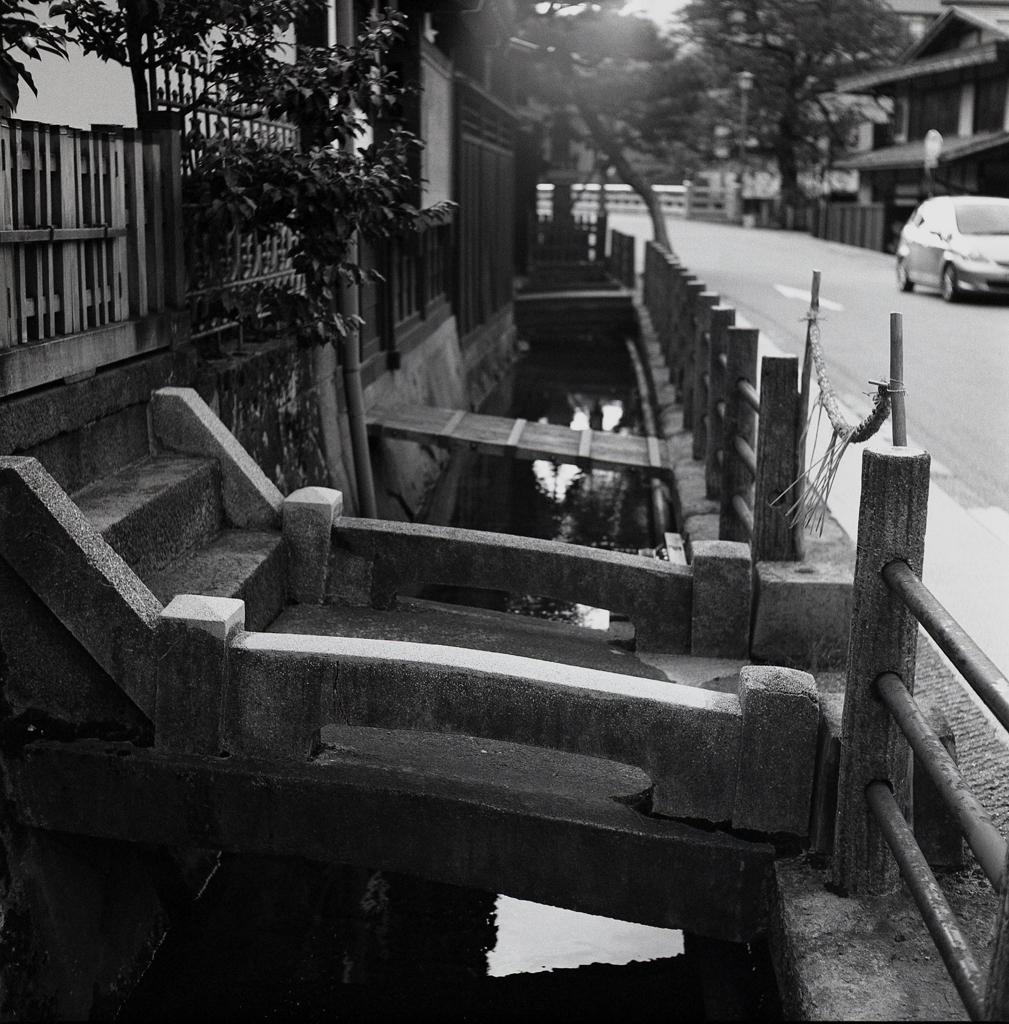 水路の石橋