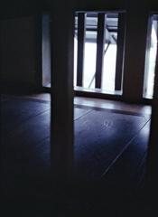 木床つづきの格子窓