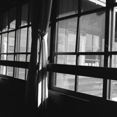 懐かしきかな…学び舎のガラス窓