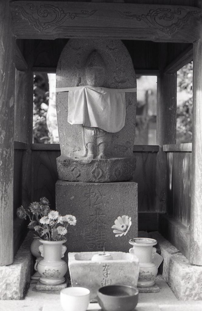 祠の石地蔵