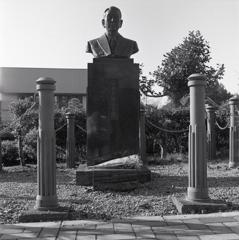 杉浦千畝の像