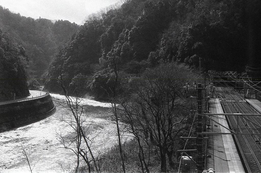 県境の玉野川渓谷