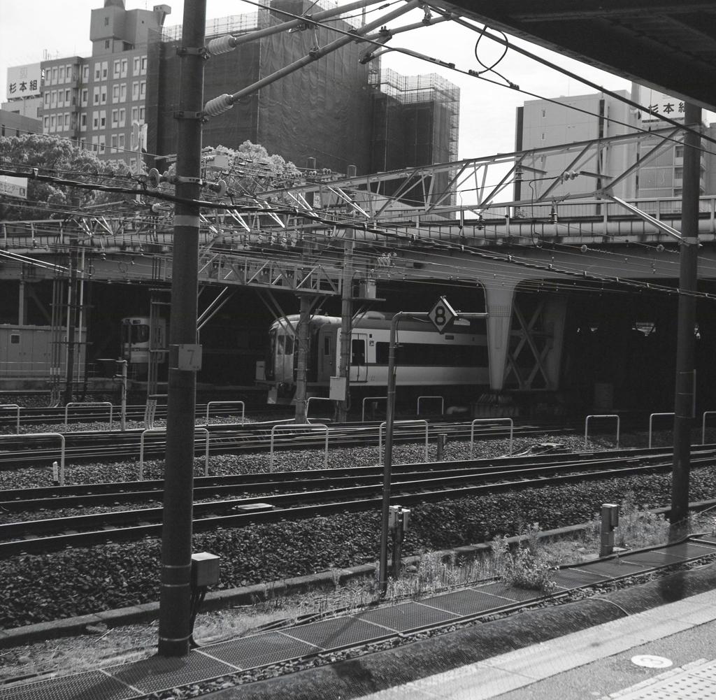 JR金山駅ホームにて