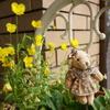 玄関先の小さなクマのマスコット