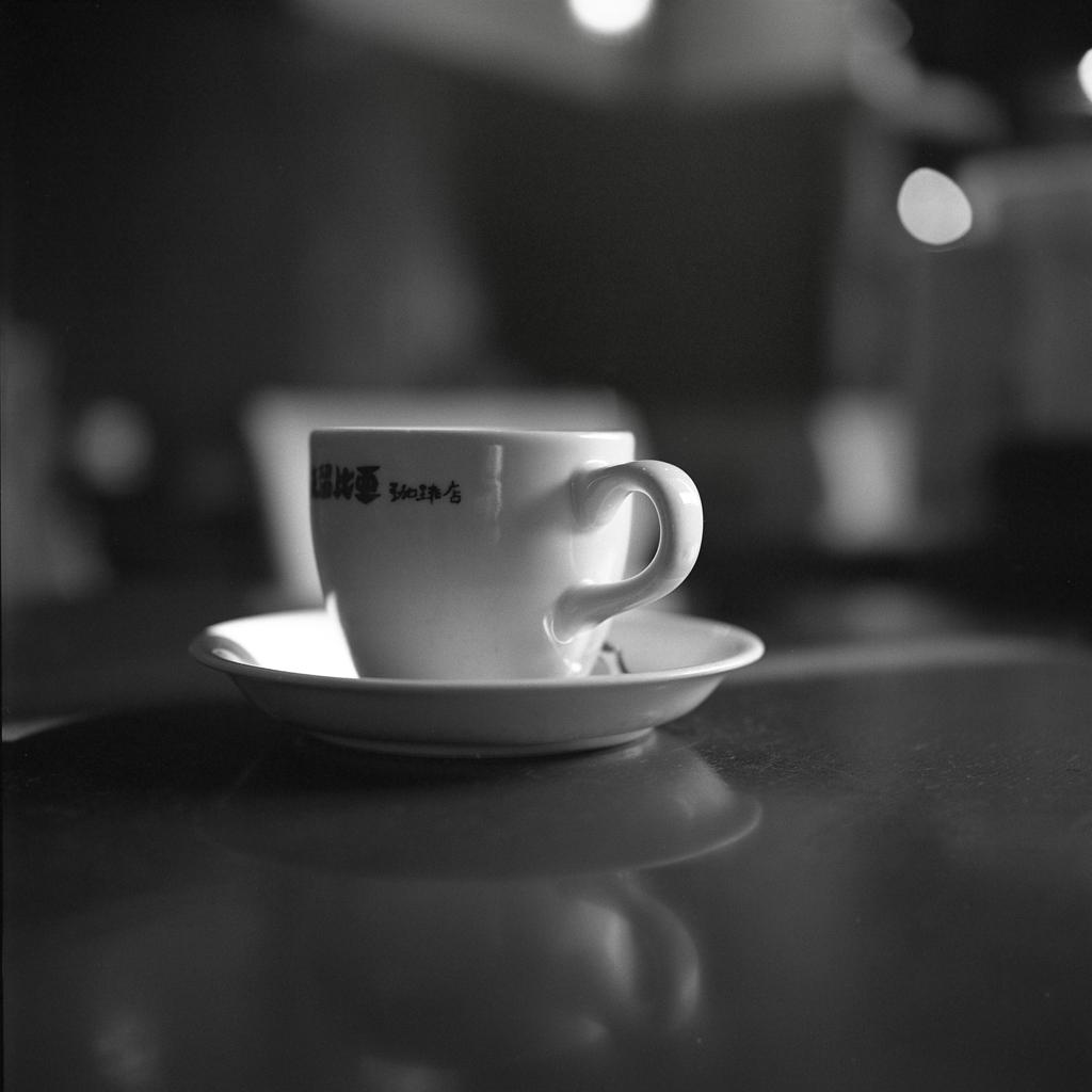 白い珈琲カップは美しい。