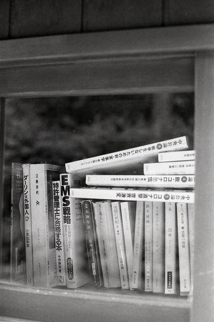 ここにもコロナの本が…