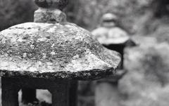石仏前の石灯篭