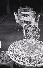 丸いスチールテーブル