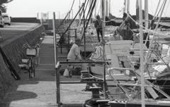 船間の鮒釣り人
