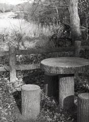 石のテーブル椅子