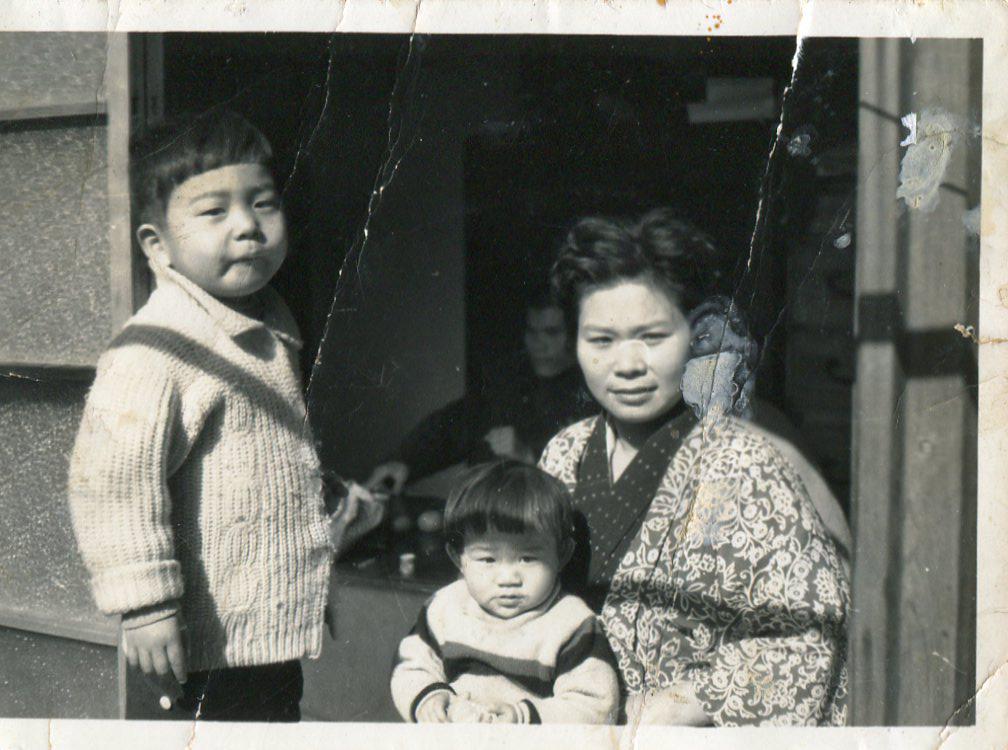 母と私と妹と ~川崎の祖父母宅にて