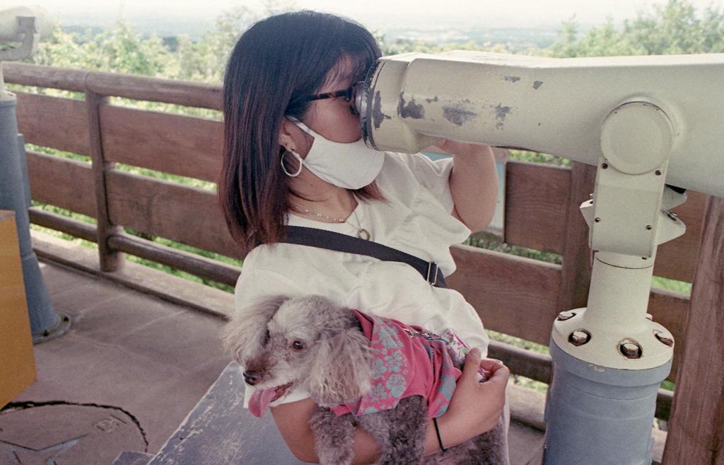 望遠鏡を覗く娘とマリ ~我が家のゴーツゥーキャンペーン!