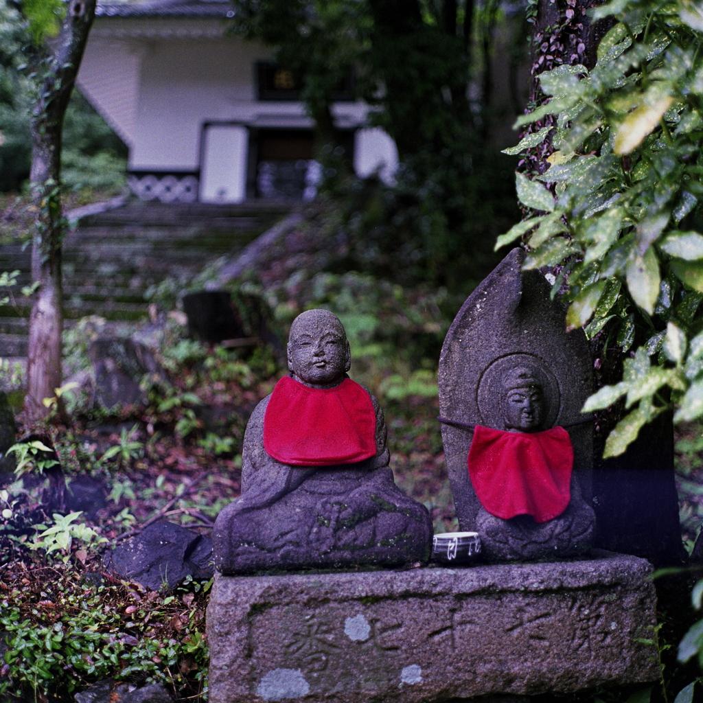 雨間の地蔵 ~定光寺にて