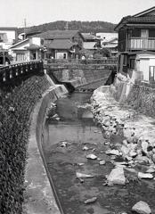 明智川を渡り旧道へ